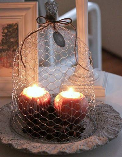 A totally chicken wire made cover is used as an atmosphere exaggerated decoration.