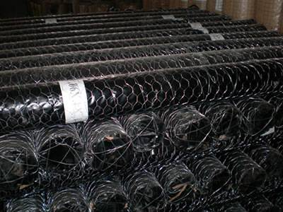 Hexagonal wire netting package and label