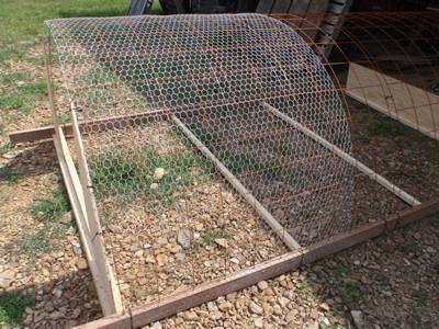 En Wire Mesh Made Arched Cover To Deter Some Dogs Shaped Intruder